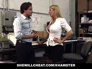 shewillcheat बस्टी मिल्फ बॉस बेकार है नए कर्मचारी