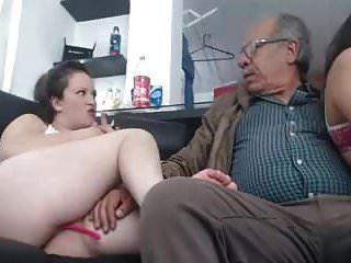 जल्द ही 75 साल के 2 लड़की के साथ सेक्स