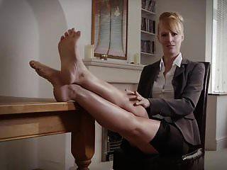 ब्रिटिश एमआईएलए बॉस पैर तंग