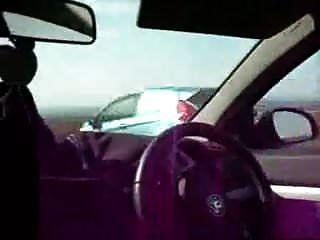5 धोखे से कार में उसका स्पंक निकाल कर