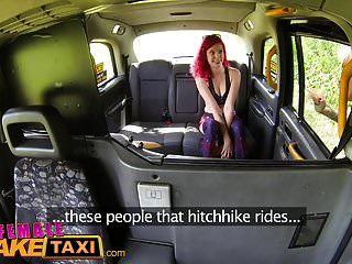 महिला नकली टैक्सी हॉट रेडहेड सहयात्री यौन सवारी