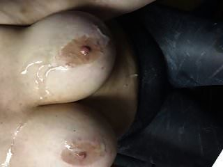 इटालिया 40 ग्राम उसके सभी बड़े पैमाने पर फेकिंग स्तन पर पोषण हो रहा है