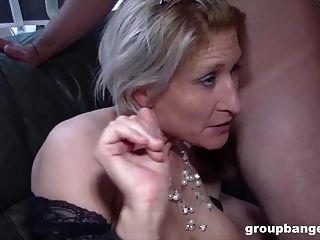 टेरेसा एक सींग का बना हुआ जर्मन महिला है जो अपने छेद को भरने के लिए उत्सुक है