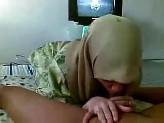 हिजाब सिर वाली रानी