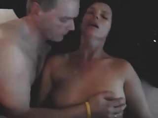 पति और पत्नी पर बैल cums