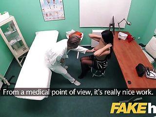 नकली अस्पताल बड़े स्तन पॉलिश बेब निगल सह प्यार करता है
