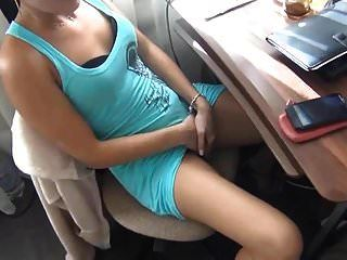 प्रेमिका की उपस्थिति में हस्तमैथुन