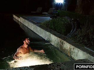 pornfidelity anna bell चोटियों को पूल साइड कर दिया