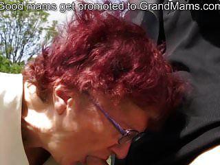 80 साल के जर्मन दादी चूसने मुर्गा