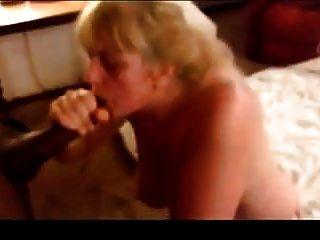 परिपक्व पत्नी ने अपने अमृत को पाने के लिए अपने बीबीसी को झटका दिया