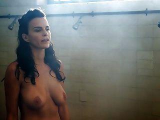 एना एलेक्जेंडर, हेइडी जेम्स और किट विली नग्न लबो दृश्य