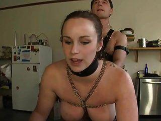 रसोई में दो गुलाम