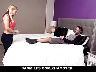 badmilfs ने बॉयफ्रेंड को सेक्सी स्टेपमॉम से बहकाया