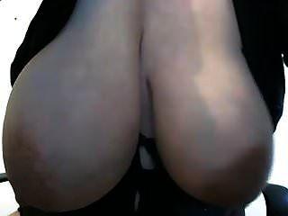 बड़े लटकते दूध के स्तन