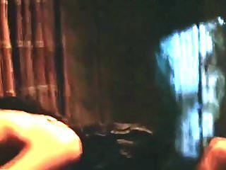 सैंड्रा बैल सेक्स दृश्य (निप्पल)