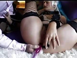 ब्रिटिश एमआईएलए उसके गधे के साथ खेला जाता है