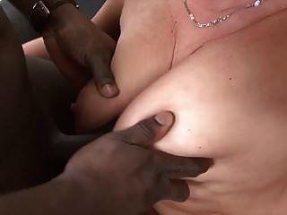 दादी उसे तंग गधा सेक्स में काले आदमी द्वारा गड़बड़ कट्टर