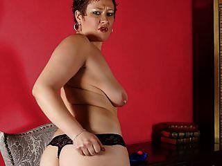 saggy स्तन और भूख योनी के साथ शौकिया माँ