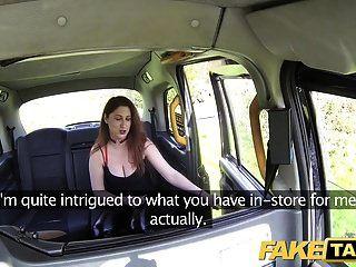 नकली टैक्सी सुडौल बड़े स्तन अदरक झाड़ी बिल्ली के साथ मुर्गा चाहता है