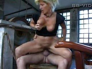 नानी बड़े saggy स्तन मोज़ा गड़बड़ कठिन