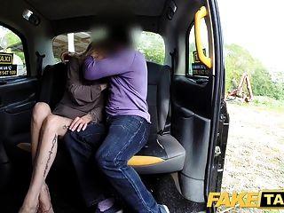 नकली टैक्सी नए ड्राइवर गर्म गोरा यात्रियों गीला बिल्ली fucks