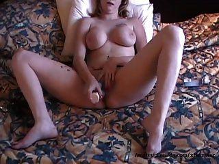 बड़े स्तन के साथ नासमझ शौकिया माँ बड़े सेक्स खिलौना fucks