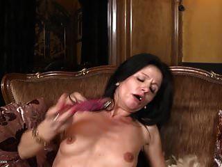 पतली माँ उसके बड़े गीला पुराने योनी खिला