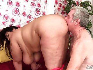 बड़ा चूची प्लम्पर मिस लिंग गड़बड़ कठिन उसकी योनी में