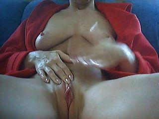 महिला अपने पीरियड्स पर हस्तमैथुन करती है