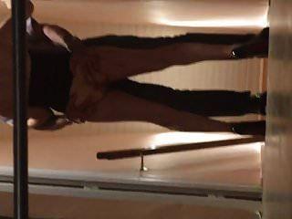 Ma femme se fait peloter le cul par amant