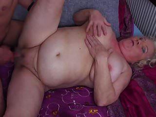 gilfs और milfs चूसना और बकवास युवा लंड
