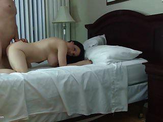 पॉश मिल्फ को बेटों से गुदा और योनि सेक्स मिलता है