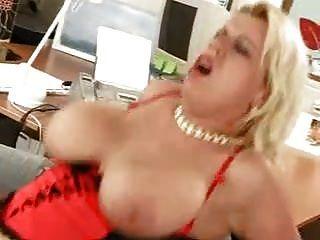 रेशमी विशाल saggy स्तन मोज़ा में गड़बड़