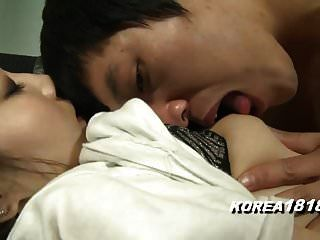 कोरियाई लड़की अब और नहीं पकड़ सकती