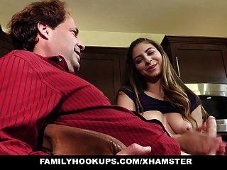 familyhookups सींग का बना सौतेला पिता पिताजी handjob प्रदान करता है
