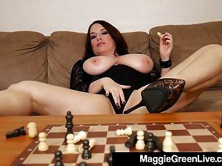 गर्म nympho मैगी ग्रीन बैंग्स शतरंज के टुकड़े क्योंकि वह खो देता है