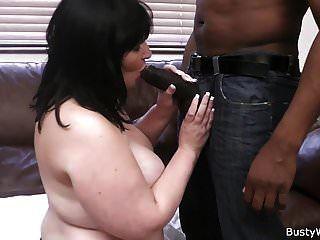 कामकाजी महिला बड़ा काला मांस लेती है