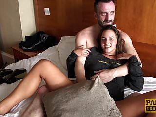 क्यूट टीन amirah adara एक बड़े आदमी के साथ किसी न किसी सेक्स का आनंद लेता है