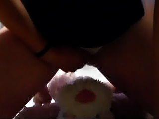 मेरी पैंटी में झाँक कर मेरी चूत को रंडी की चूत से रगड़ दिया