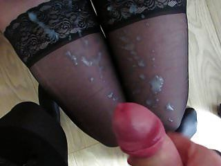 उसके नायलॉन पैर पर शुक्राणु
