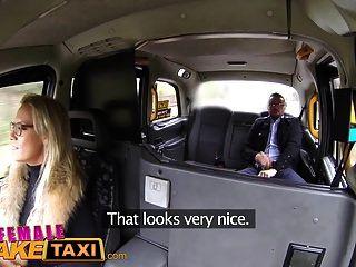 महिला नकली टैक्सी गर्म सेक्सी गोरा बेकार है और उसे किराया fucks