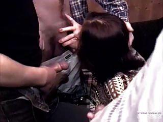 एंजेलिका बेला को एक गैंगबैंग में dp मिलता है