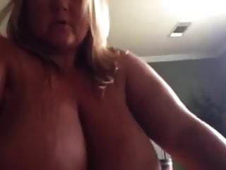 सुनहरे बालों वाली सुनहरे बालों वाली भारी स्तन