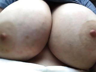 सही कमबख्त स्तन बेट्स और jiggles