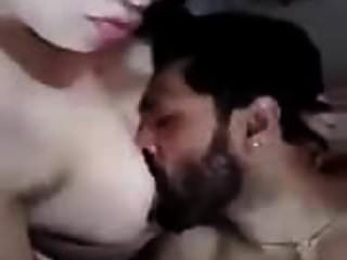 अरब पत्नी को धोखा देकर उसके स्तन खा लिए हैं
