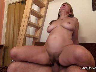 बड़े स्तन के साथ बालों वाली फूहड़ sex.mp4 प्यार करता है