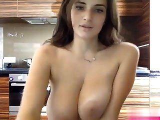 सुंदर स्तन के साथ फिर से प्यारा कैम लड़की चुंबन