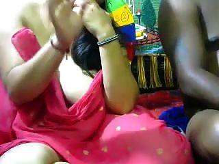 देसी भारतीय busty पत्नी कैम पर उसके पति गड़बड़ कर दिया