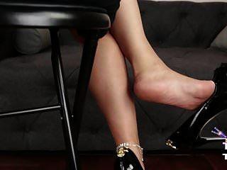 क्यों नाइलन, ऊँची एड़ी के जूते और पेंटीहोज sooooo सेक्सी हैं!