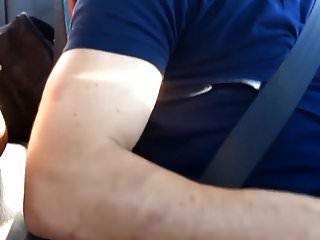 वह कार में बैठी